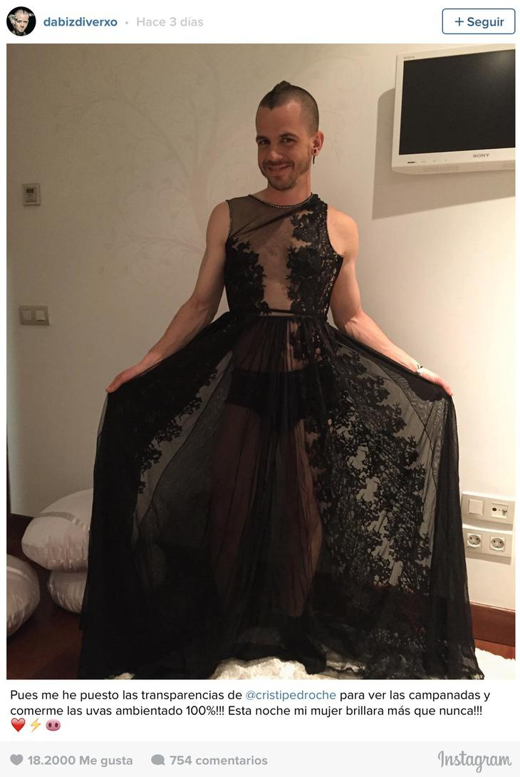 David Muñoz se prueba el vestido de Cristina Pedroche