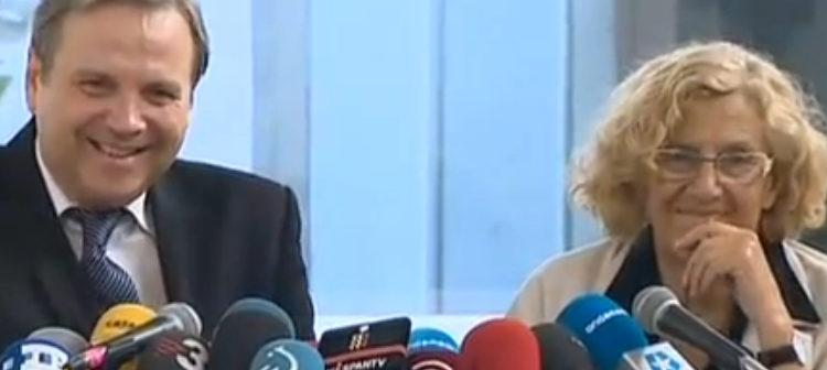 Antonio Miguel Carmona y Manuela Carmena en su primera comparecencia después del pacto