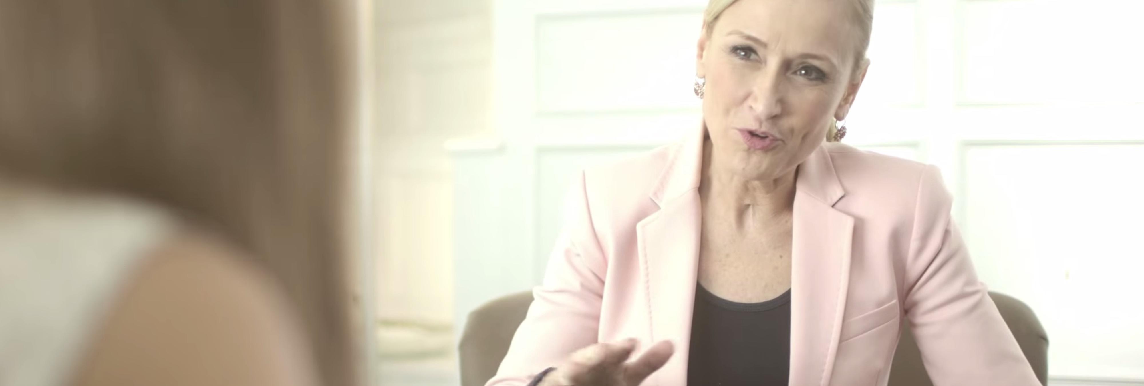 Cristina Cifuentes bajará el precio del abono de transporte a 20 euros... o eso dice