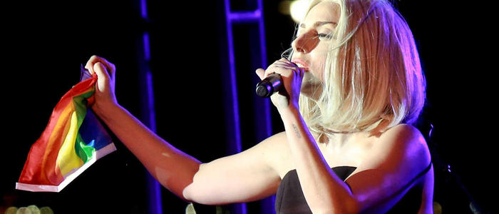 Lady Gaga canta en 'Born this way': 'no importa ser gay, heterosexual o bisexual'
