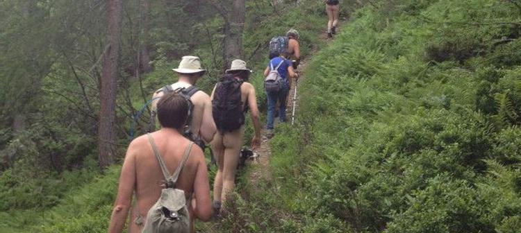 Haskell escogió una ruta de los Alpes austríacos donde se practica el nudismo