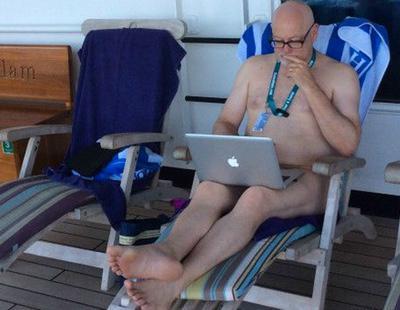 El escritor que pasó un año desnudo
