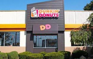 Una empleada de Dunkin\' Donuts encuentra un feto en una taza de café