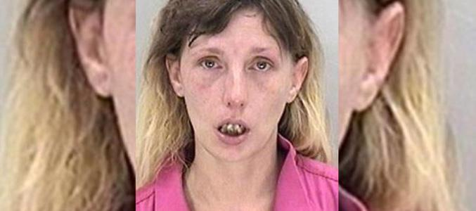 Lee Grooms tuvo que ser reducida por la policía después de que arañara y mordiera a su pareja