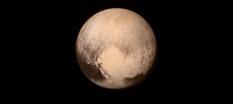 Un día en Plutón equivale a seis días terrestres
