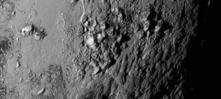 Una de las últimas imágenes del planeta apunta a que en su superficie hay agua helada