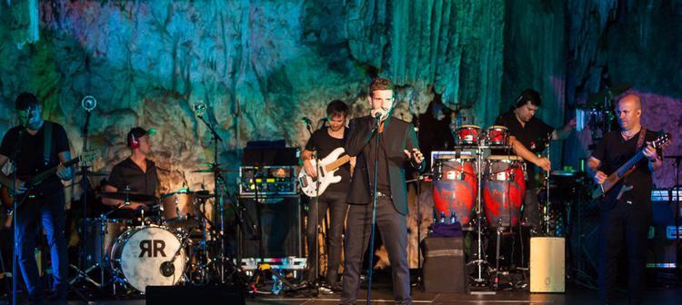 Pablo Alboran ha sido uno de los últimos en cantar en las Cuevas de Nerja (Foto: cuevadenerja.es)