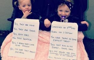 La madre que, harta de las mismas preguntas sobre sus gemelas, les puso un cartel con las respuestas más comunes