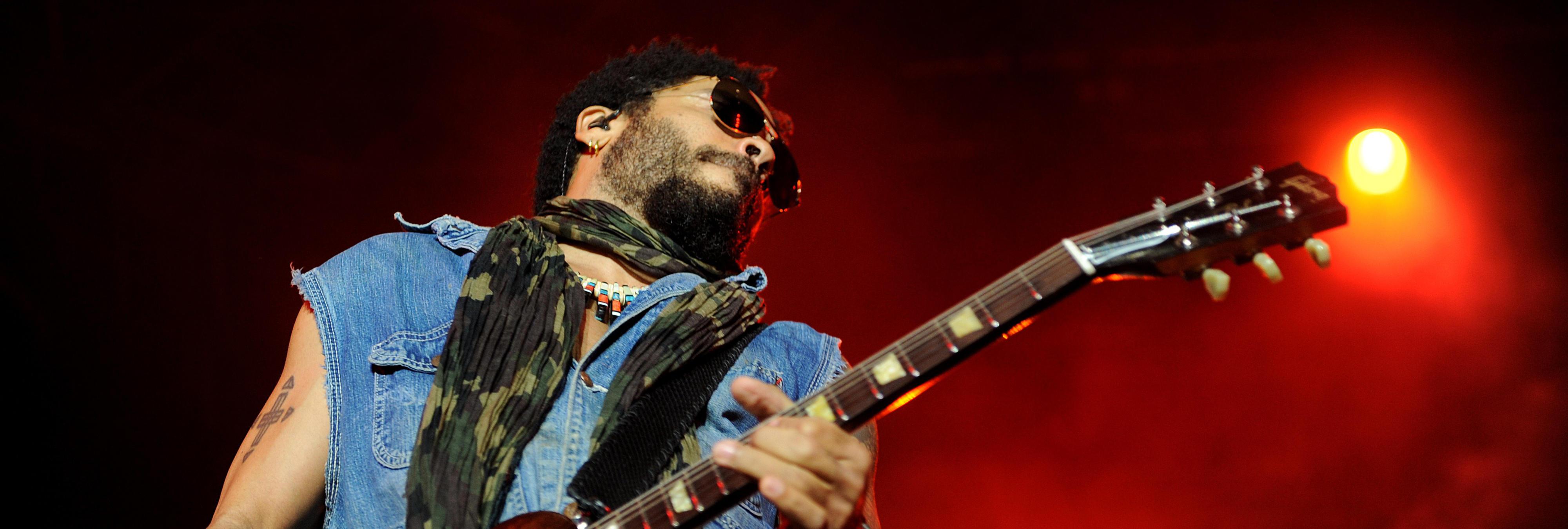 Lenny Kravitz enseña el pene en un concierto en Estocolmo