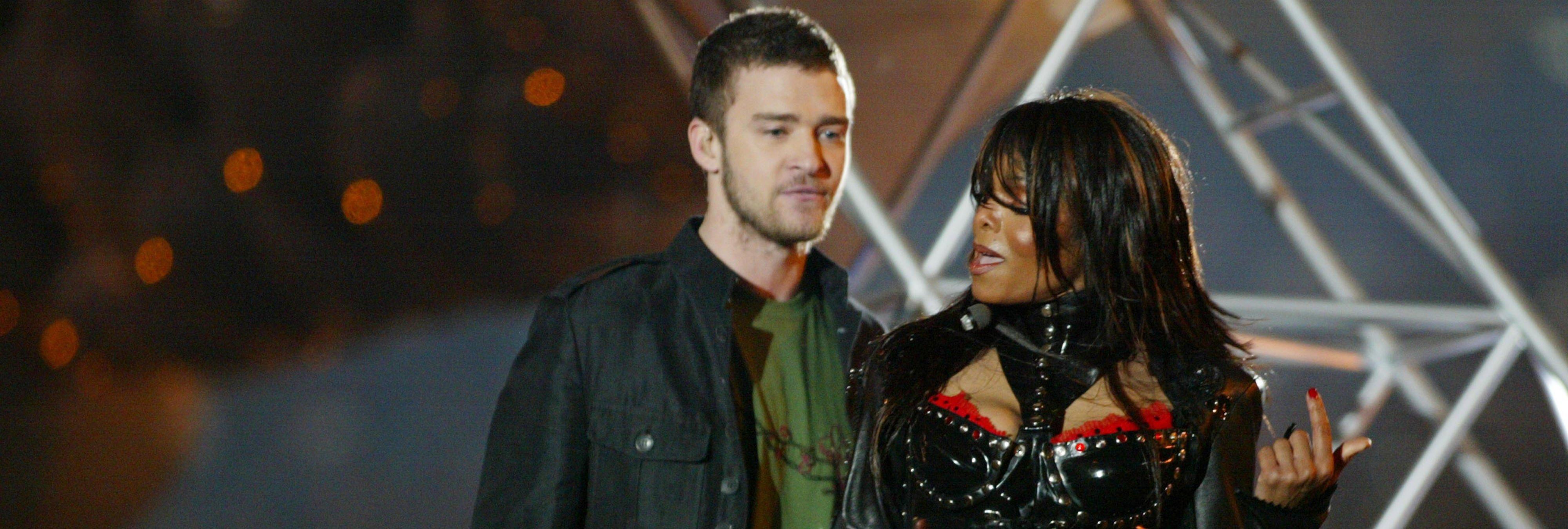 """9 cantantes que lo han enseñado """"absolutamente todo"""" en el escenario"""