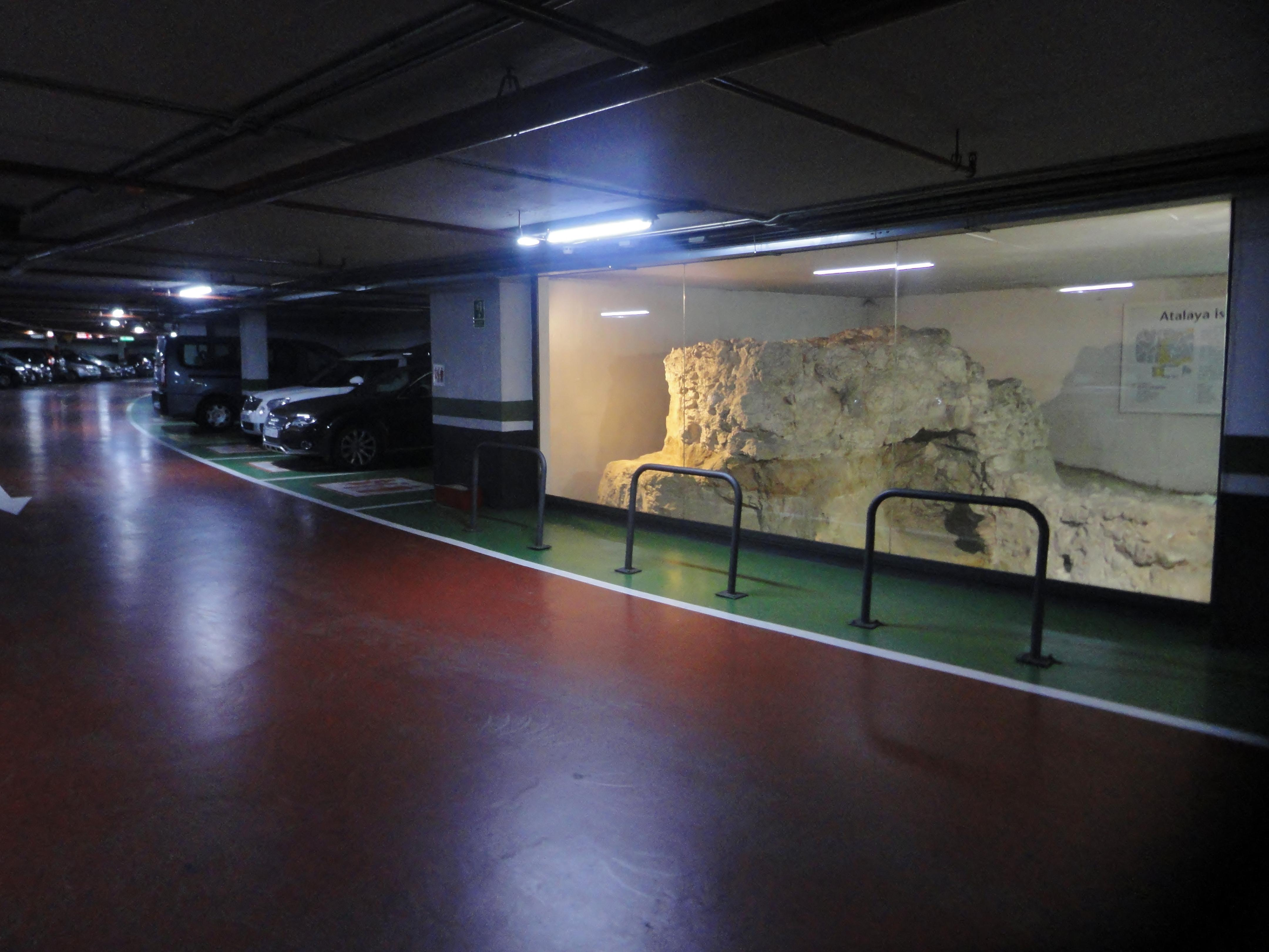 Desde este parking 10 siglos os contemplan. Tiene 10 minutos para retirar su vehículo