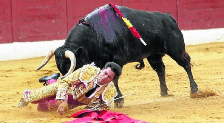 Fran Rivera y su aparatosa cogida en Huesca