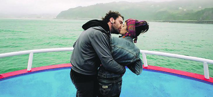Rafa y Amaia se besan en '8 Apellidos Vascos'