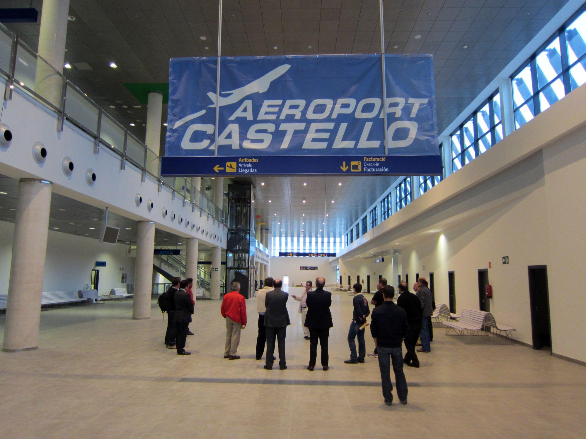 Se han llegado a construir aeropuertos por los que aún no han pasado ni 60 personas