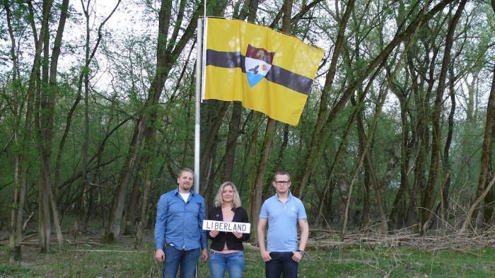 Fundadores de Liberland: Vít Jedlicka, su mujer y su mejor amigo