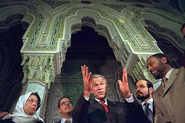 Bush en una mezquita el 17 de septiembre de 2001
