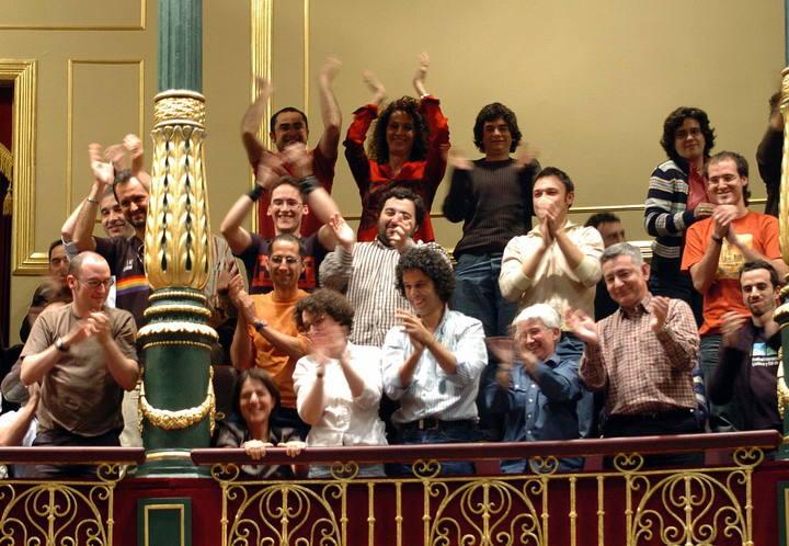 Activistas por los derechos LGBTI celebran la aprobación de la ley en el Congreso