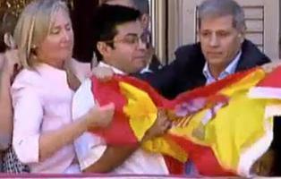 Los mejores memes de la guerra de las banderas en el Ayuntamiento de Barcelona