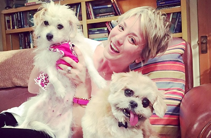Kaley Cuoco y Marnie the dog