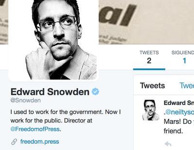 Snowden se abre cuenta de Twitter y sigue a la NSA