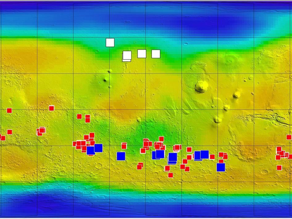 Mapa de Marte de la MRO de 2011. Los puntos oscuros de posible agua están marcados en azul (Fuente: NASA)