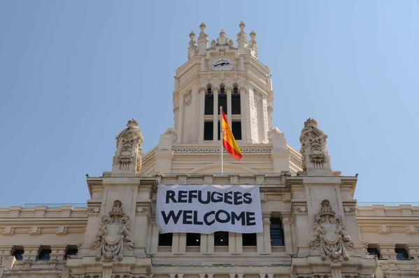 Pancarta de apoyo a los refugiados en el Ayuntamiento