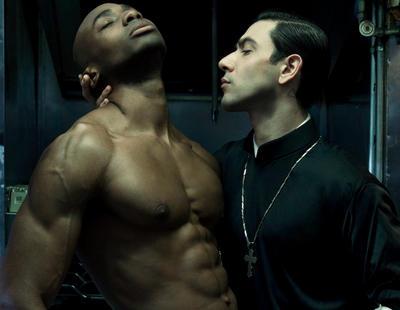 Los curas ortodoxos gays contraatacan con el nuevo calendario erótico de 2016