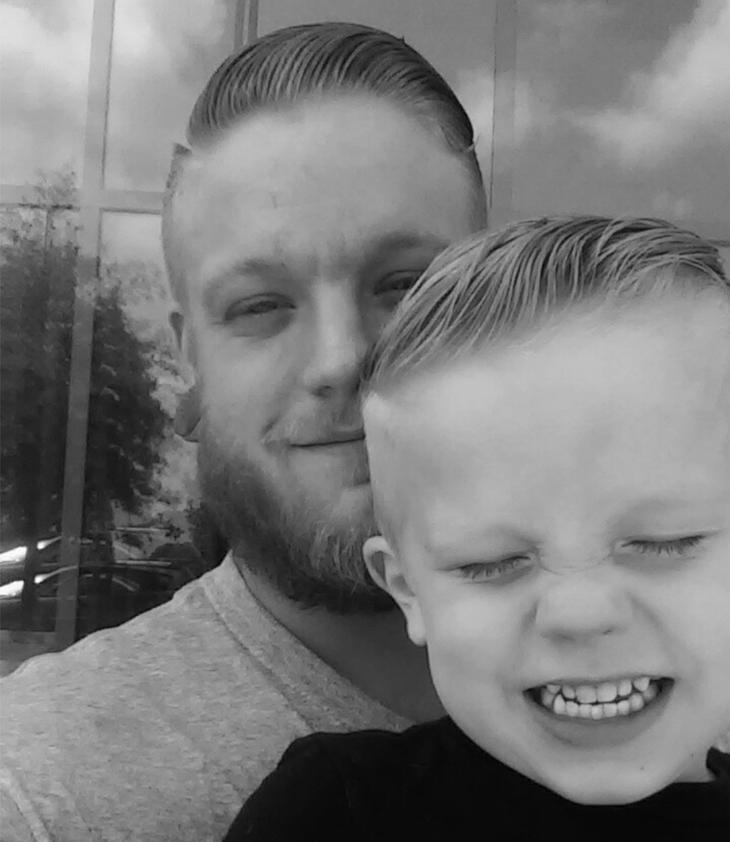 El pequeño Caiden y su padre Paul han roto esquemas