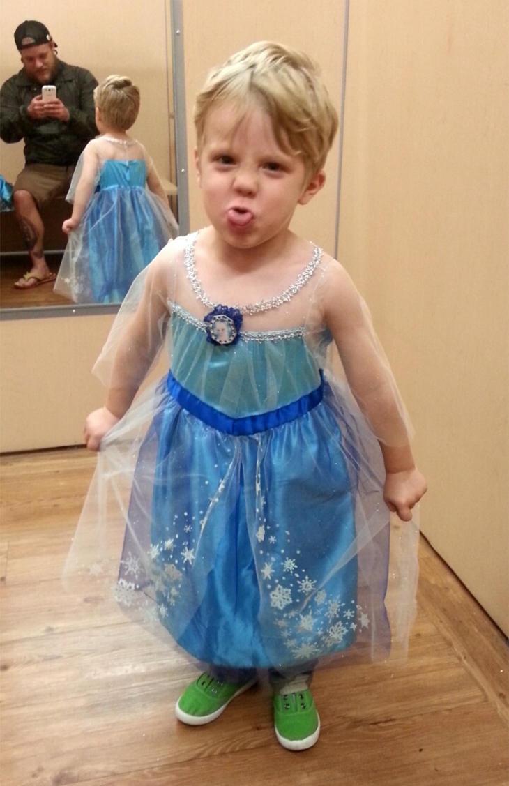 Caiden decidió disfrazarse de Elsa de 'Frozen'