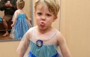 Así reacciona un padre cuando su hijo le pide disfrazarse de Elsa de 'Frozen'