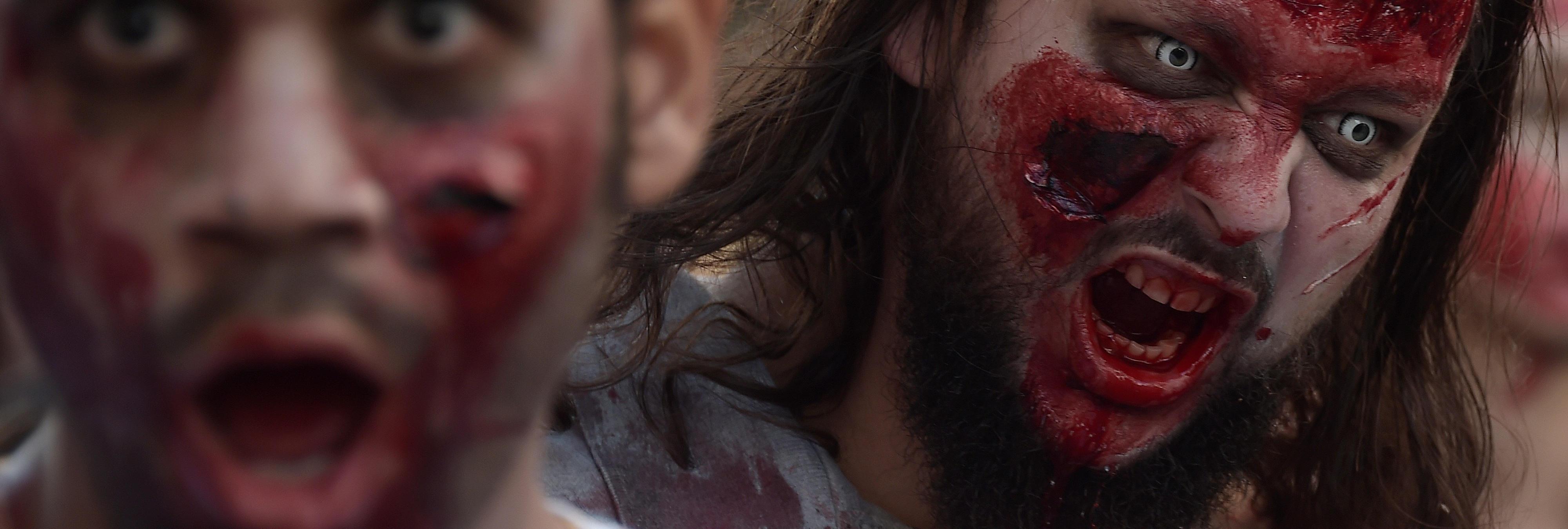 ¿'The Walking Dead'? Un hombre muere en un avión tras morder a otro pasajero