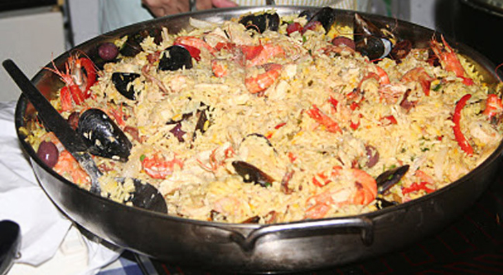 Paella con arroz largo