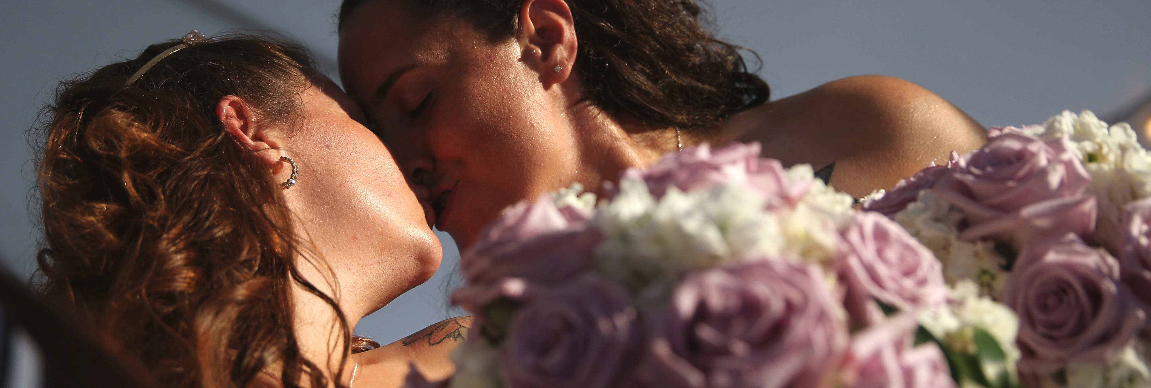 Un trío de mujeres se casa en Brasil y planea tener un bebé