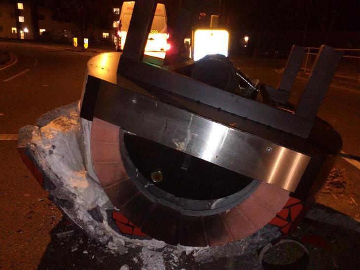 Fotos del objeto con las llamas apagadas (Facebook: Kingston Police)
