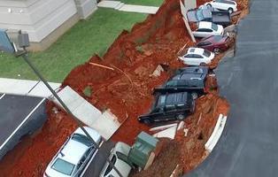 Esto es lo que pasa cuando un parking se hunde sobre un sumidero