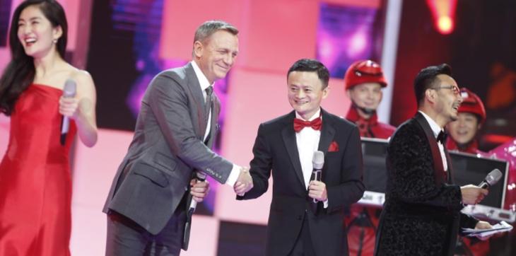Daniel Craig junto al fundado de Alibaba
