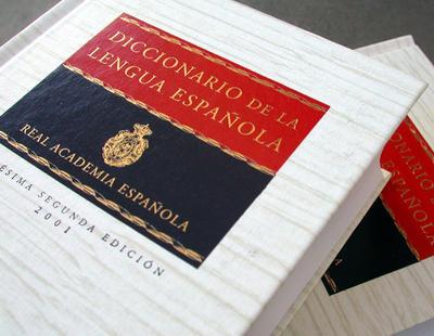 No, la Real Academia Española NO considera correctas las palabras 'almóndiga' o 'asín'