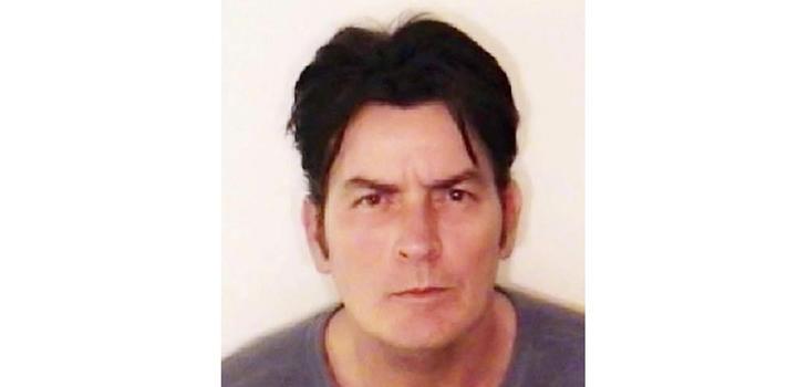 Foto de la ficha policial de Charlie Sheen