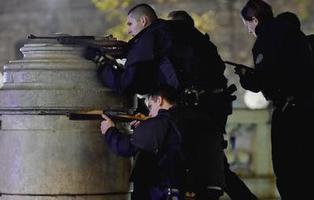 El terror persiste en París: nuevas muertes y vuelos desviados