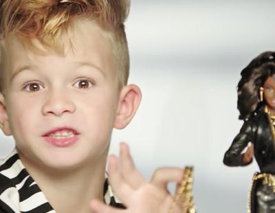 Barbie lanza su primer anuncio protagonizado por un niño tras 56 años