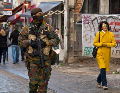 """Bruselas, en alerta terrorista máxima: """"hay policía y ejército por las calles"""""""