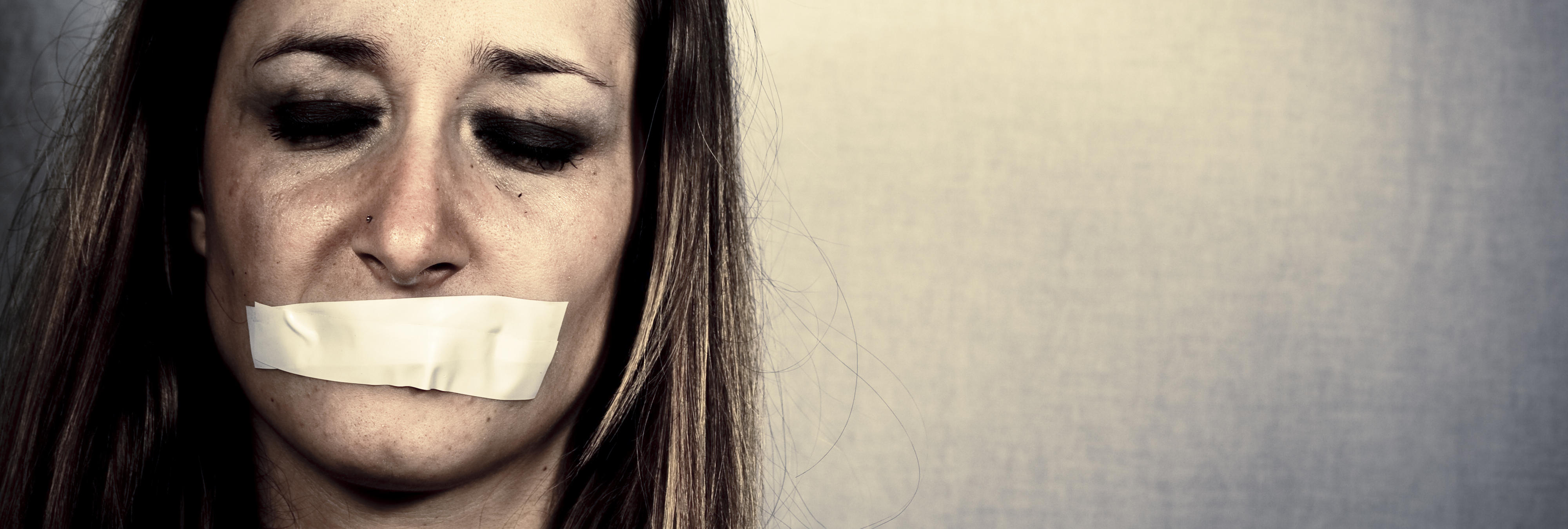 Famosas como Miley Cyrus o Angelina Jolie golpeadas contra la violencia de género