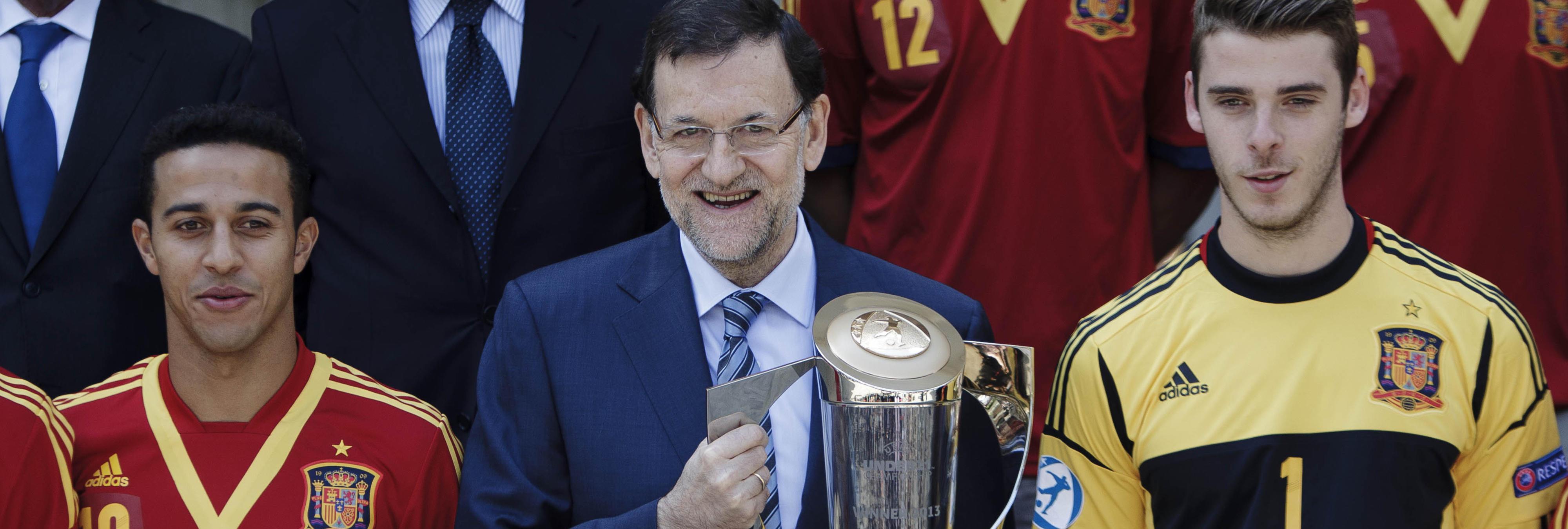 Rajoy le da un collejón a su hijo en directo por ponerle en evidencia