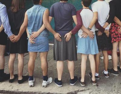 Chicos van a clase con falda para luchar contra los estereotipos de género