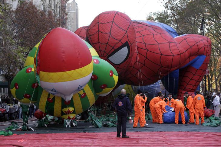 Spiderman también se está poniendo curiosón
