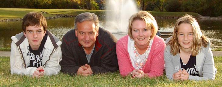 Russ Jr., Russ, Beth y Alyson hace años (Good Housekeeping)
