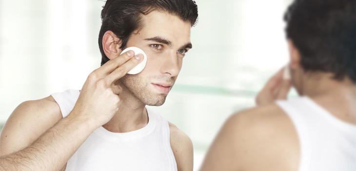Hombresobsesionados por la higiene, la salud, el gimnasio y el aspecto físico
