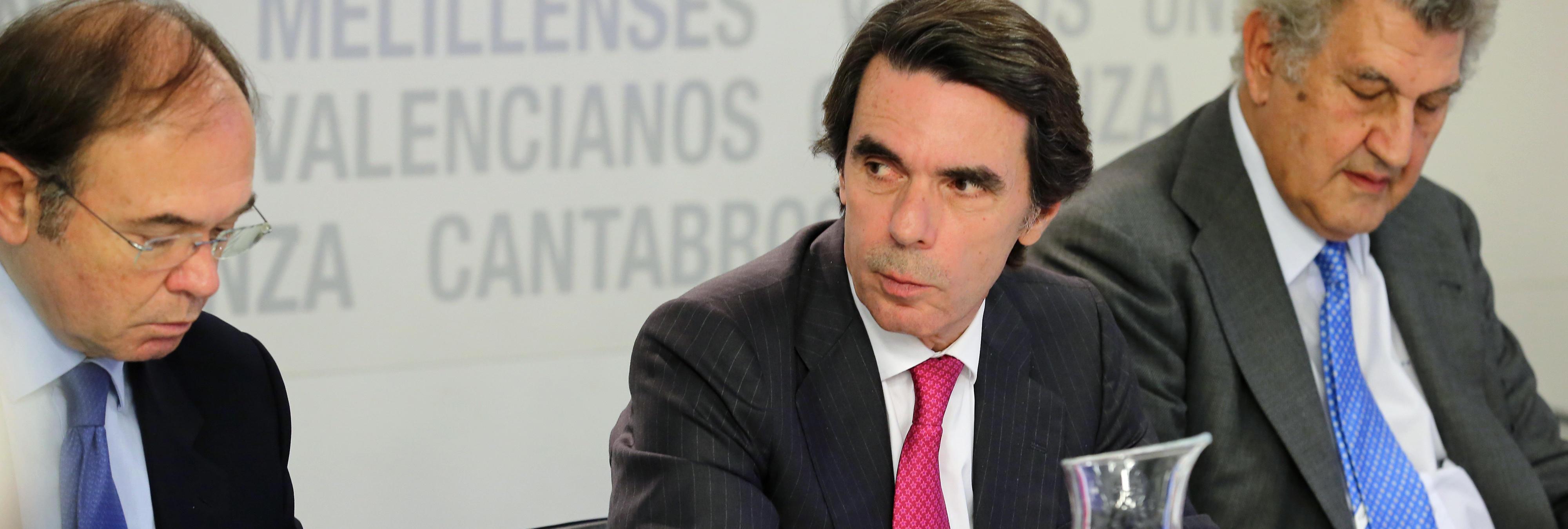 Aznar siembra el pánico con su aparición sorpresa en el Comité del PP