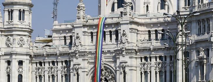 Bandera gay en el Ayuntamiento de Madrid, en junio