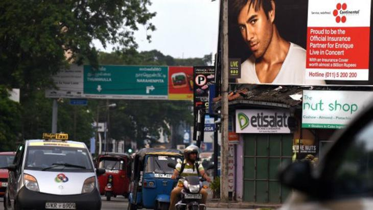 Un cartel en Sri Lanka anunciando el concierto de Enrique Iglesias